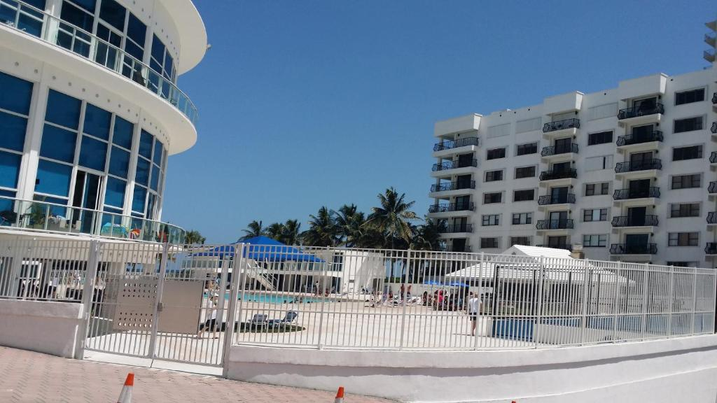 Appartement miami beach oceanfront with balcony usa miami for Balcony booking