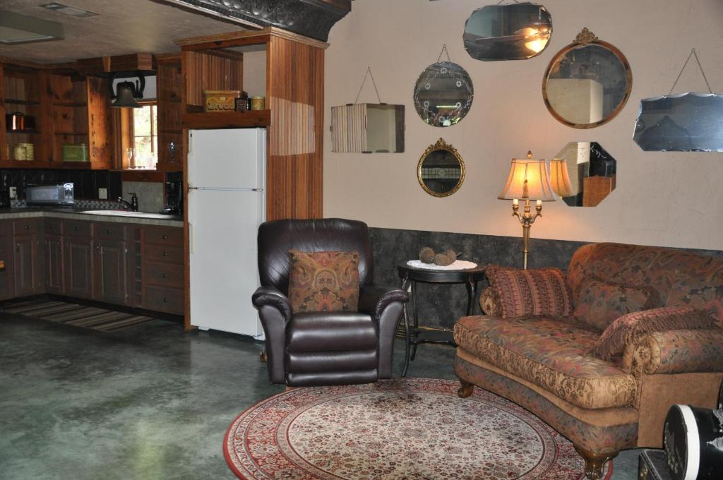 breakfast fredericksburg barn com us gallery quarry hotel of booking and tx at image bed this property a the