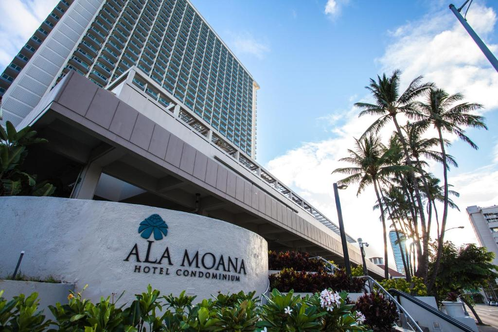 Ala Moana Bowls surf report updated daily with live HD cam stream. Watch the live Ala Moana Bowls HD surf cam now so you can make the call before you go surfing today.