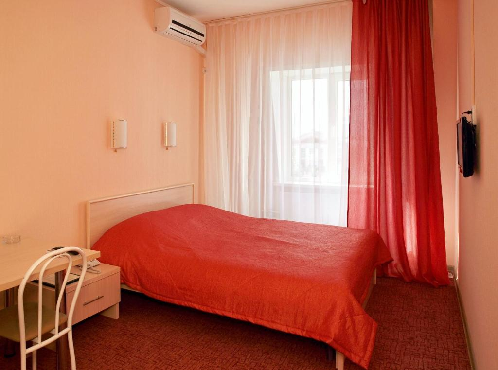 Кровать или кровати в номере Alexander House Sport