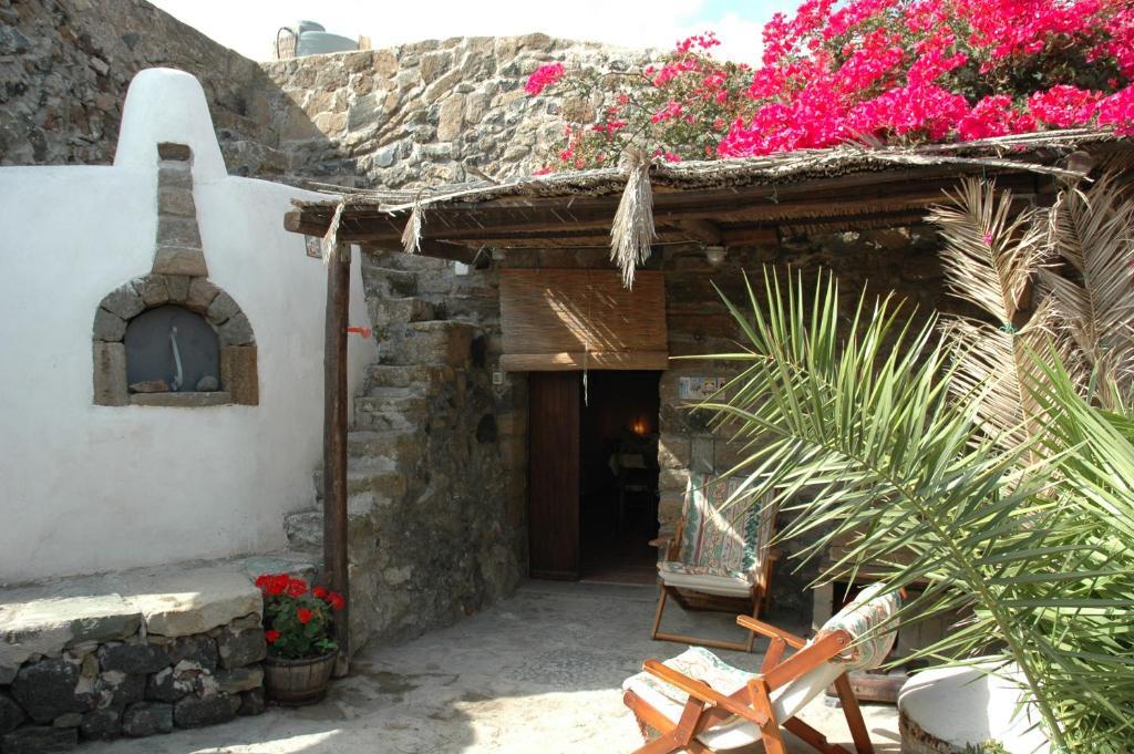 Case Di Pietra Pantelleria : Casa vacanze dammusi di venere u mulino italia pantelleria