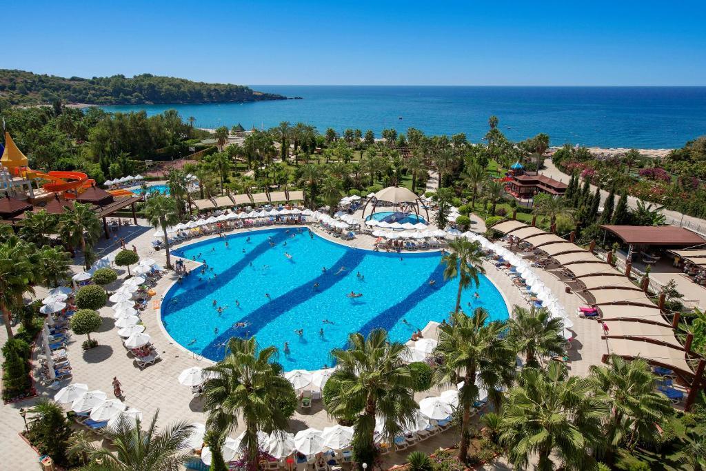 Вид на бассейн в Saphir Resort & Spa или окрестностях