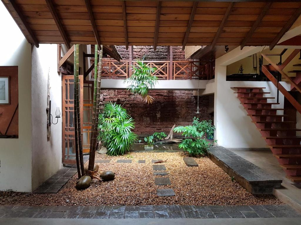 Bed and breakfast highbury colombo sri lanka for Courtyard designs sri lanka