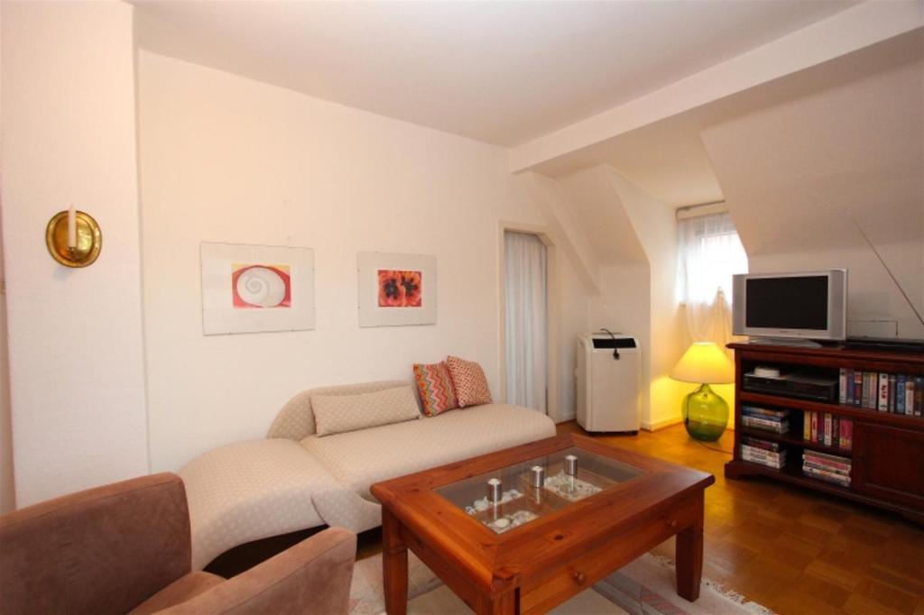 private apartment messe ost enjoy 5867 deutschland hannover. Black Bedroom Furniture Sets. Home Design Ideas