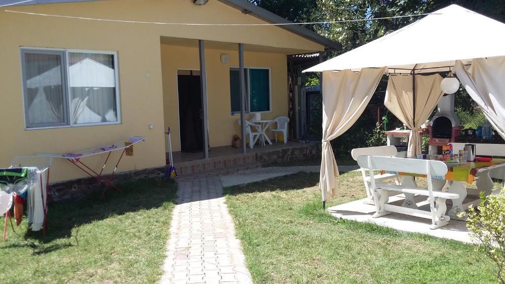 Къща за гости Bungalows St Nicola - Ахтопол