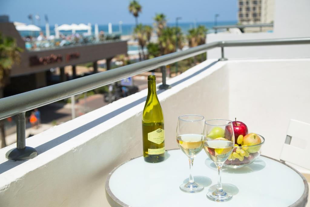 A balcony or terrace at Beach Apartments TLV