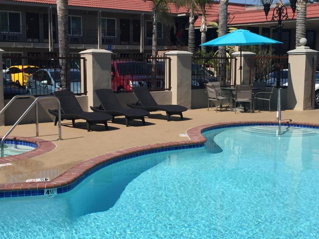 Days Inn & Suites Anaheim, CA - Booking.com