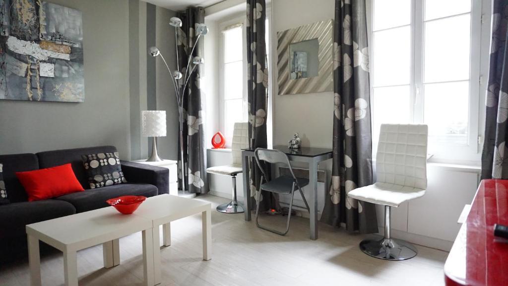 Apartment appartment rue du cherche midi paris france for Cherche hotel