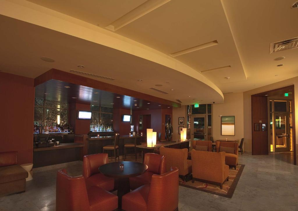 Hotel Embassy Suites Palmdale, CA - Booking.com