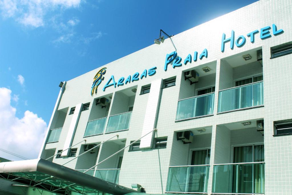 The facade or entrance of Araras Praia Hotel