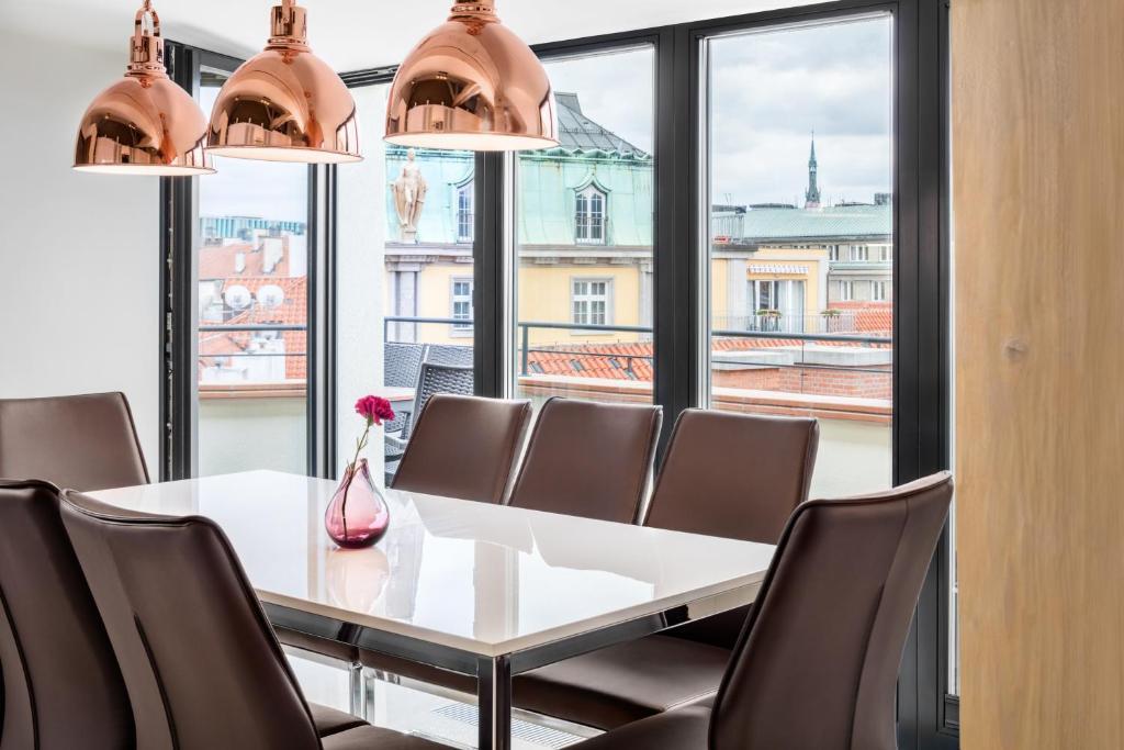 Luxurioese Bilder Von Antiker Kleiderschrank Fuer Elegantes Zimmer , Templova 6 Old Town Apartment Tschechien Prag Booking