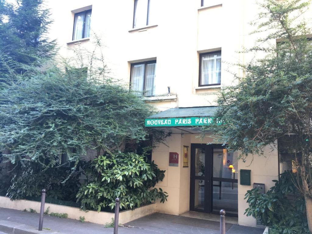 The facade or entrance of Nouveau Paris Park Hotel
