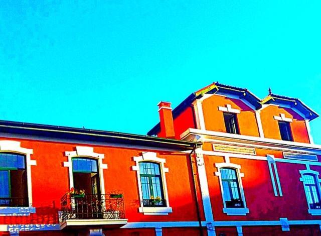 The facade or entrance of Dona Fina Guest House