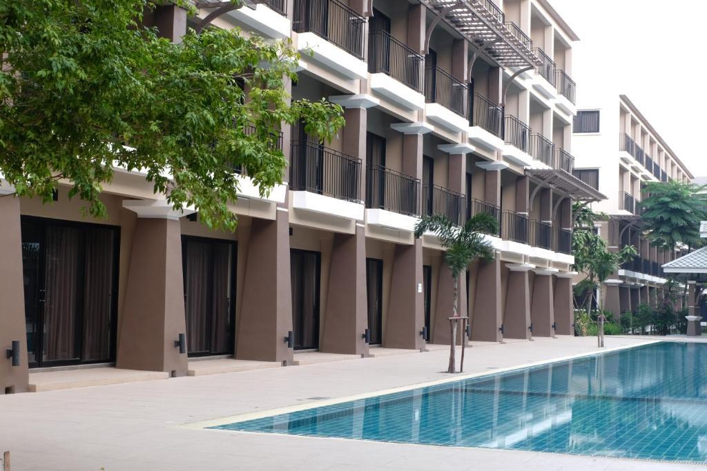 Summer Tree Hotel tesisinde veya buraya yakın yüzme havuzu