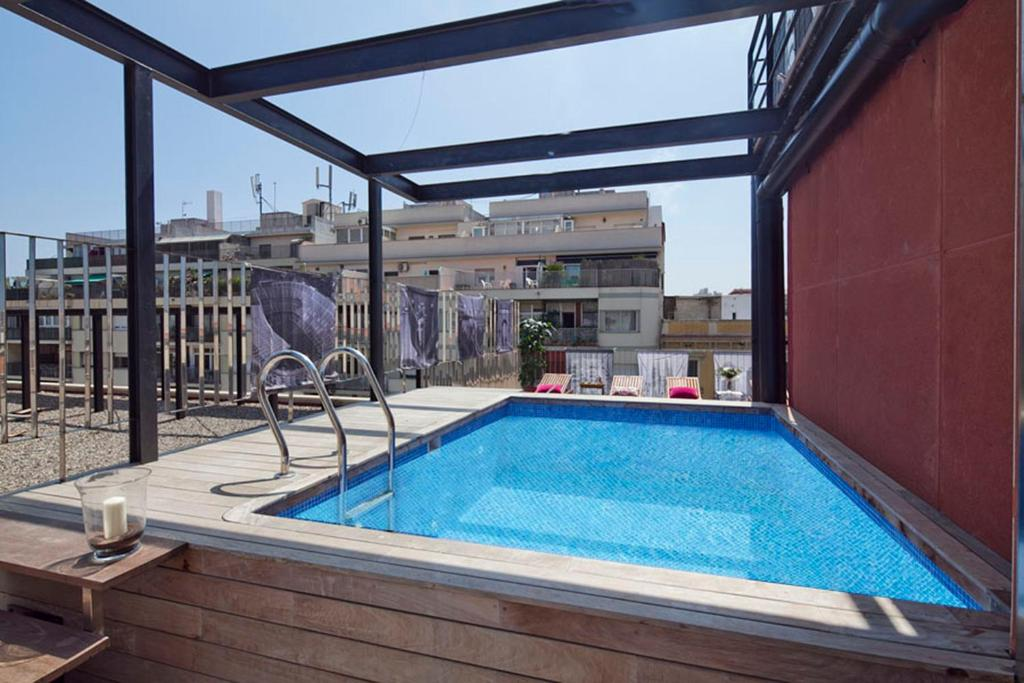 apartment barcelona rentals pool terrace in city center spain. Black Bedroom Furniture Sets. Home Design Ideas