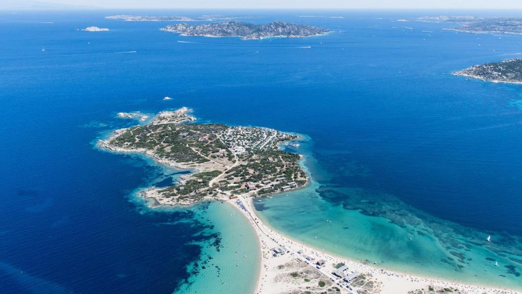 A bird's-eye view of Isola dei Gabbiani - Land of water