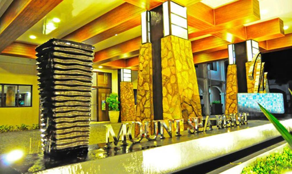 The lounge or bar area at Mount Sea Resort