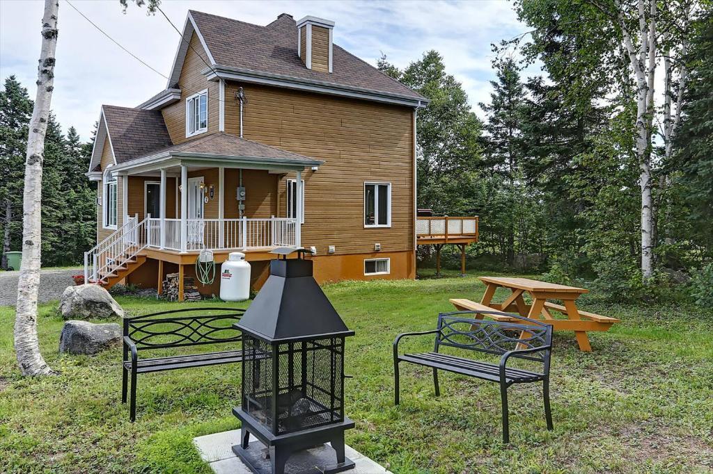 Hotel Maison Des Multis-Bois, Petite-Rivière-Saint-François, Canada ...