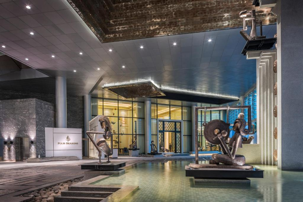 Four seasons hotel jakarta jakarta updated 2018 prices for Design hotel jakarta