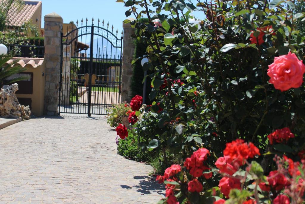 Bequeme Liegen Fur Den Garten Galerie | Villa Girasole Sicilia Mare Campofelice Di Roccella Italy