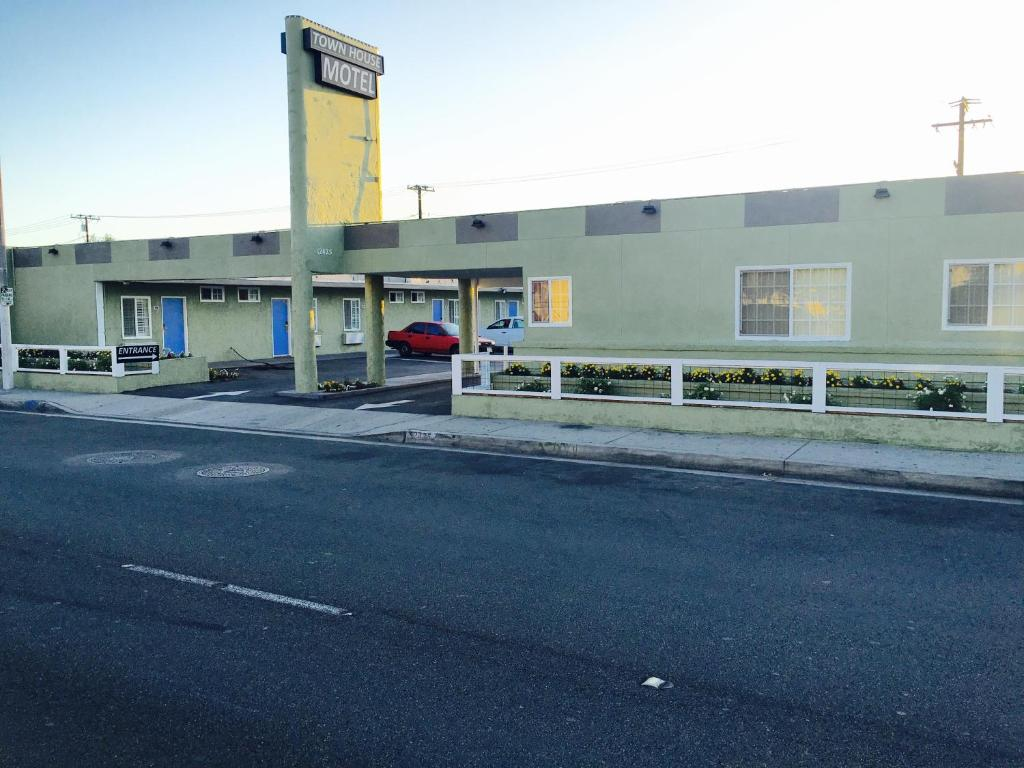 Town House Motel, Lynwood, CA - Booking.com