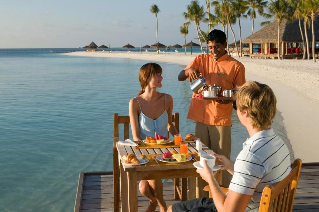 Veligandu Island Resort & Spa, beach side dining