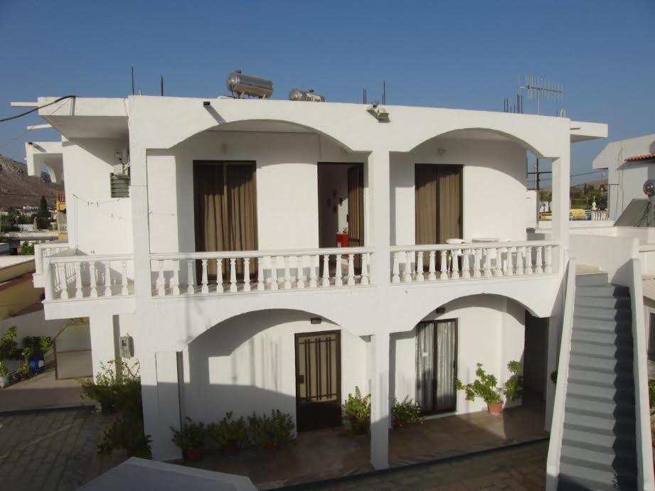 A balcony or terrace at Pension Annoula