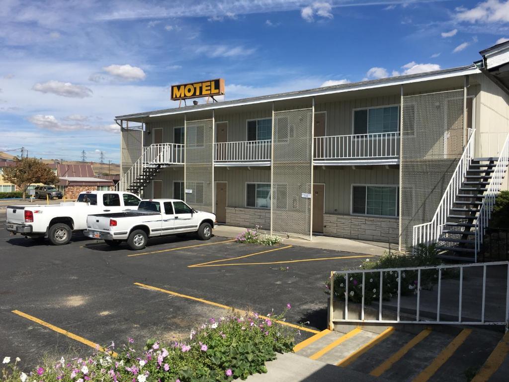 Umatilla inn suites or booking com