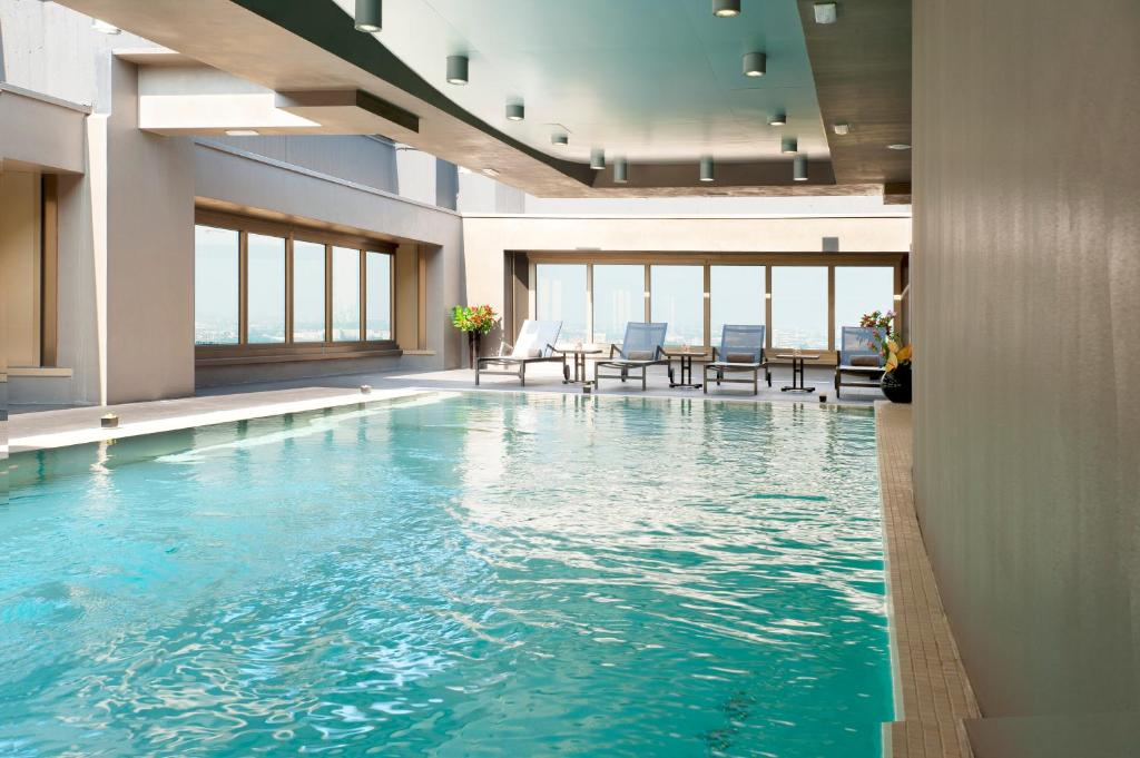 The hub hotel milan italy for Hotel avec piscine interieur