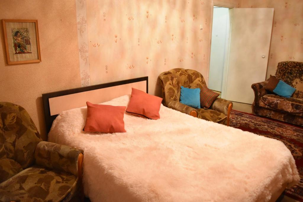 Кровать или кровати в номере Apartments on Loginova