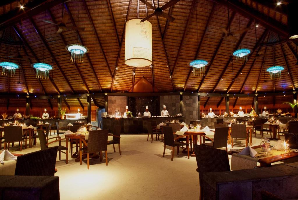 Komandoo Island Resort & Spa, main restaurant