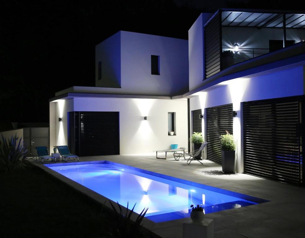 Maison en cube cube 165 perspective facade arrire for Maison moderne cube