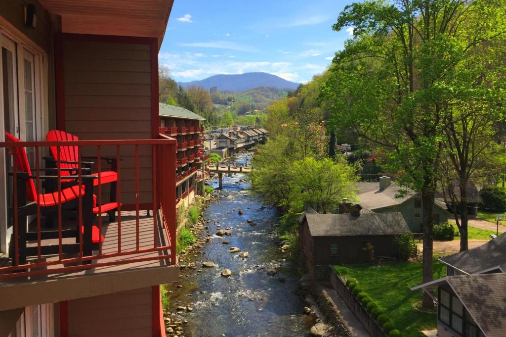 Baymont Inn And Suites Gatlinburg Tn Booking Com
