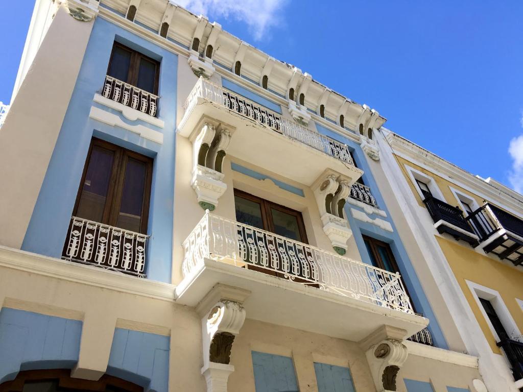The facade or entrance of Da House Hotel