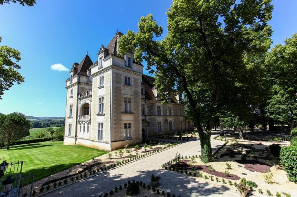Hotel domaine du ch teau de monrecour saint vincent de cosse france - Office tourisme puy st vincent ...