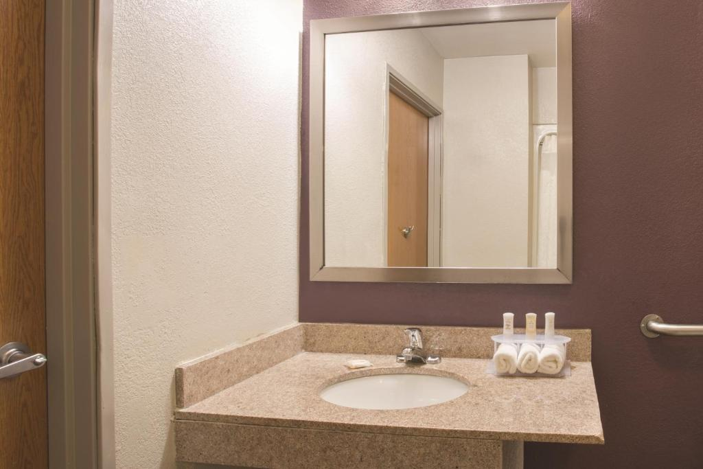 Propertyamenity Picture Of La Quinta Inn Suites Pontoon Beach