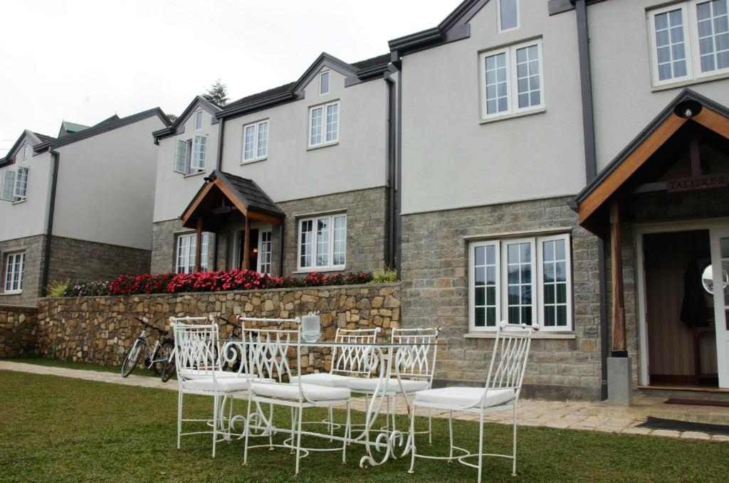 A patio or other outdoor area at Lakeside Cottages