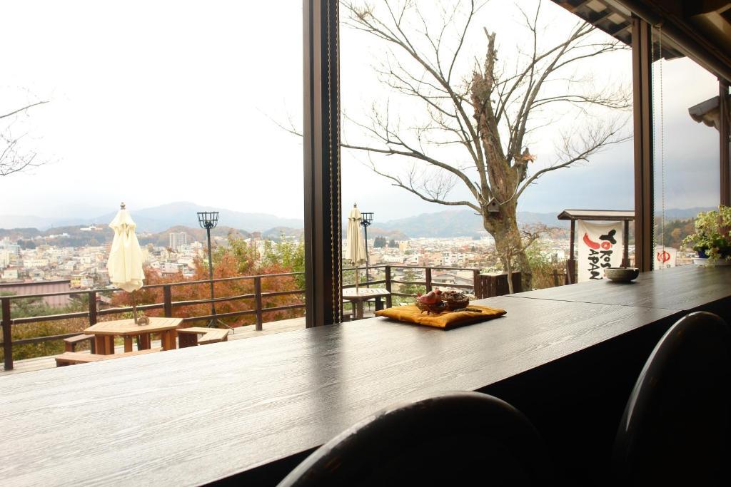 ポイント1.高級感ある客室や開放的な展望テラス