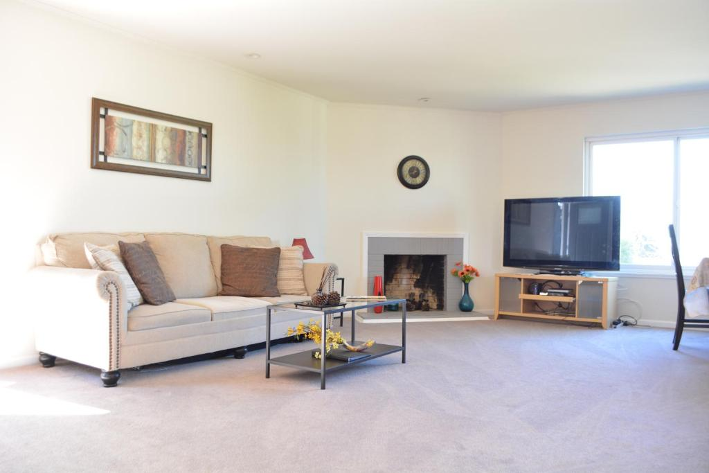 Caroline way apartment daly city ca booking gallery image of this property solutioingenieria Image collections