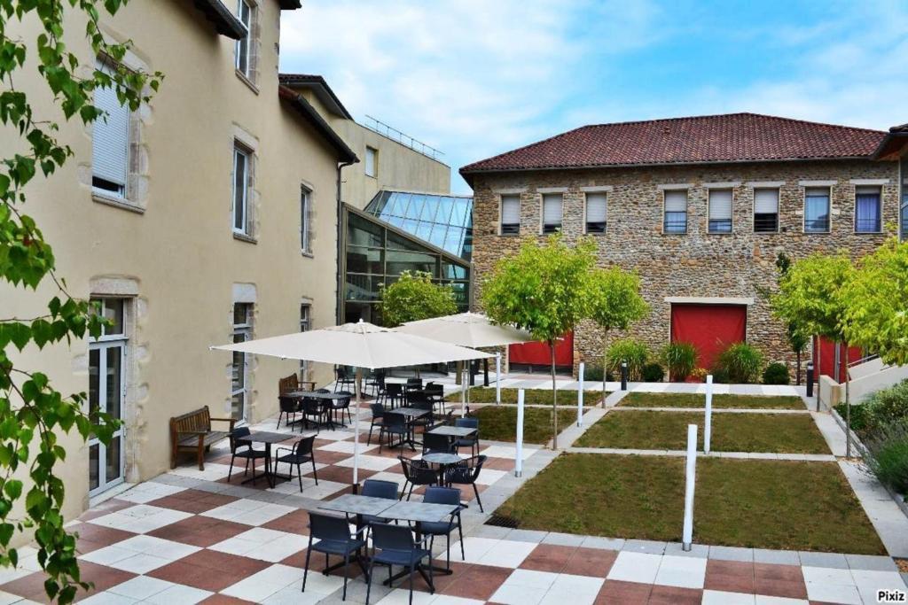 Apartments In Royères-saint-léonard Limousin