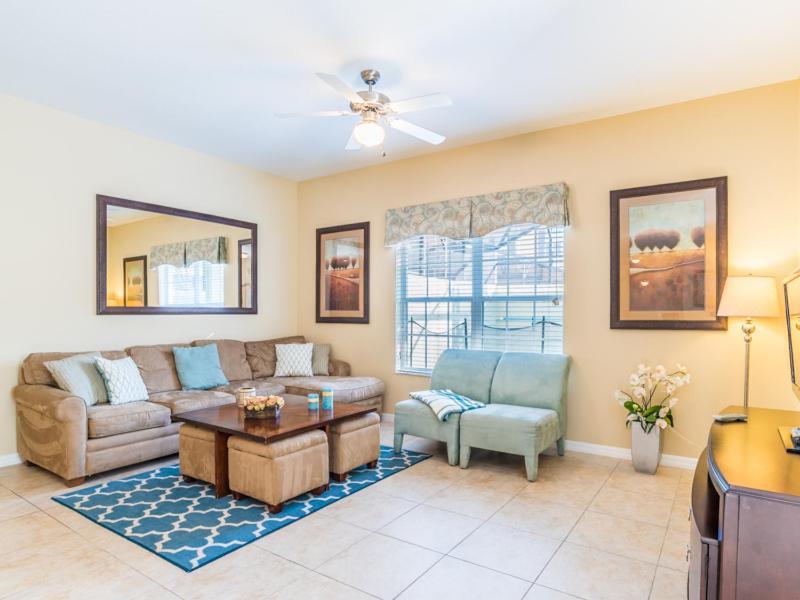 Uma área de estar em Coco Palm Townhome 8964