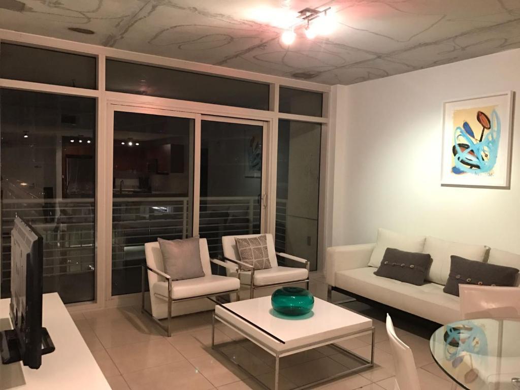 Cabina Armadio Moderna Miami : Midblock apartments miami fl booking