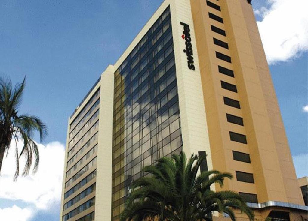 Torres swissotel quito suite 1 ecuador for Hotel luxury quito