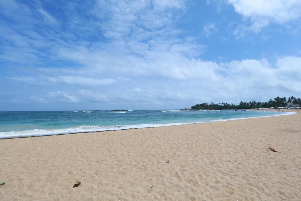 Шри-Ланка отели с собственным пляжем в Унаватуне