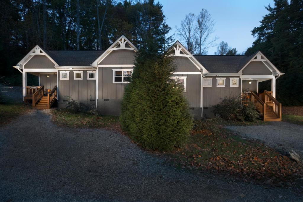 friendly cottages nc springs appalachian little trail on cabins asheville img hot in pet