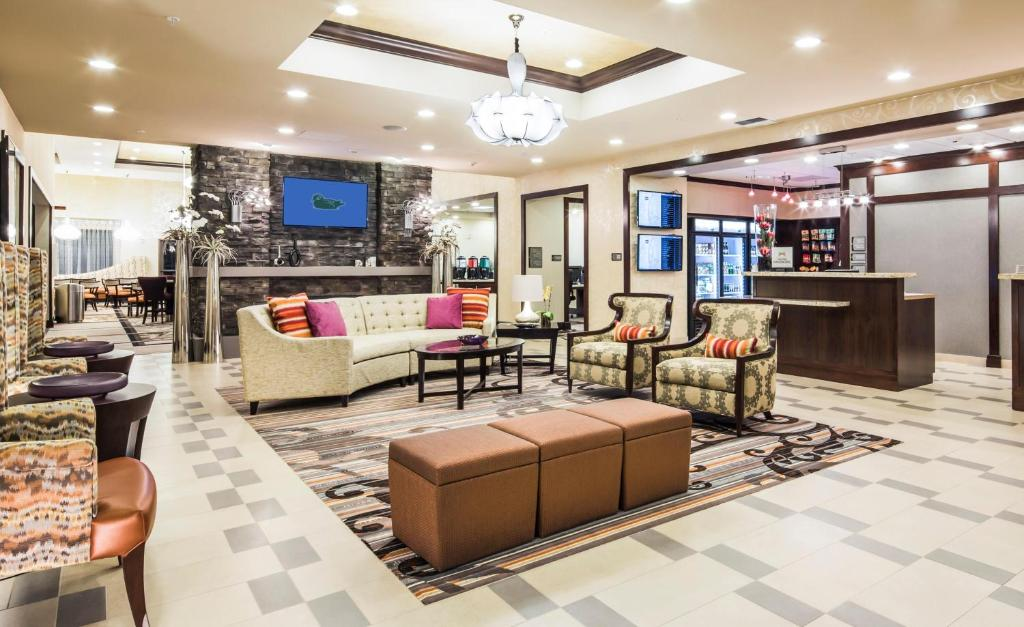 The Lounge Or Bar Area At Homewood Suites By Hilton Seattle Lynnwood