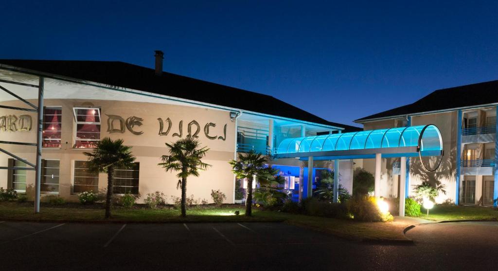 H tel espace leonard de vinci france lisses for Site de reservation hotel francais