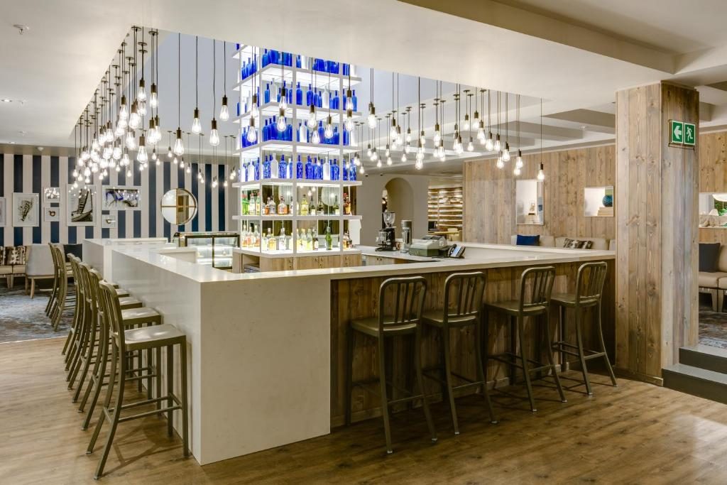 The lounge or bar area at Protea Hotel by Marriott Durban Umhlanga