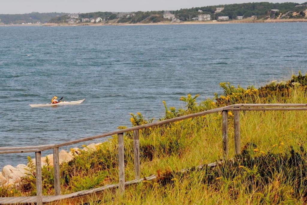Spectacular waterfront cottage wellfleet prezzi for Piani per la casa sulla spiaggia di cape cod