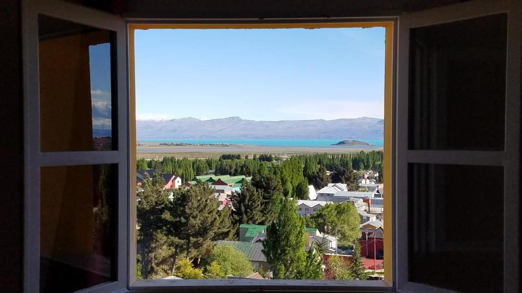 A general mountain view or a mountain view taken from the bed & breakfast